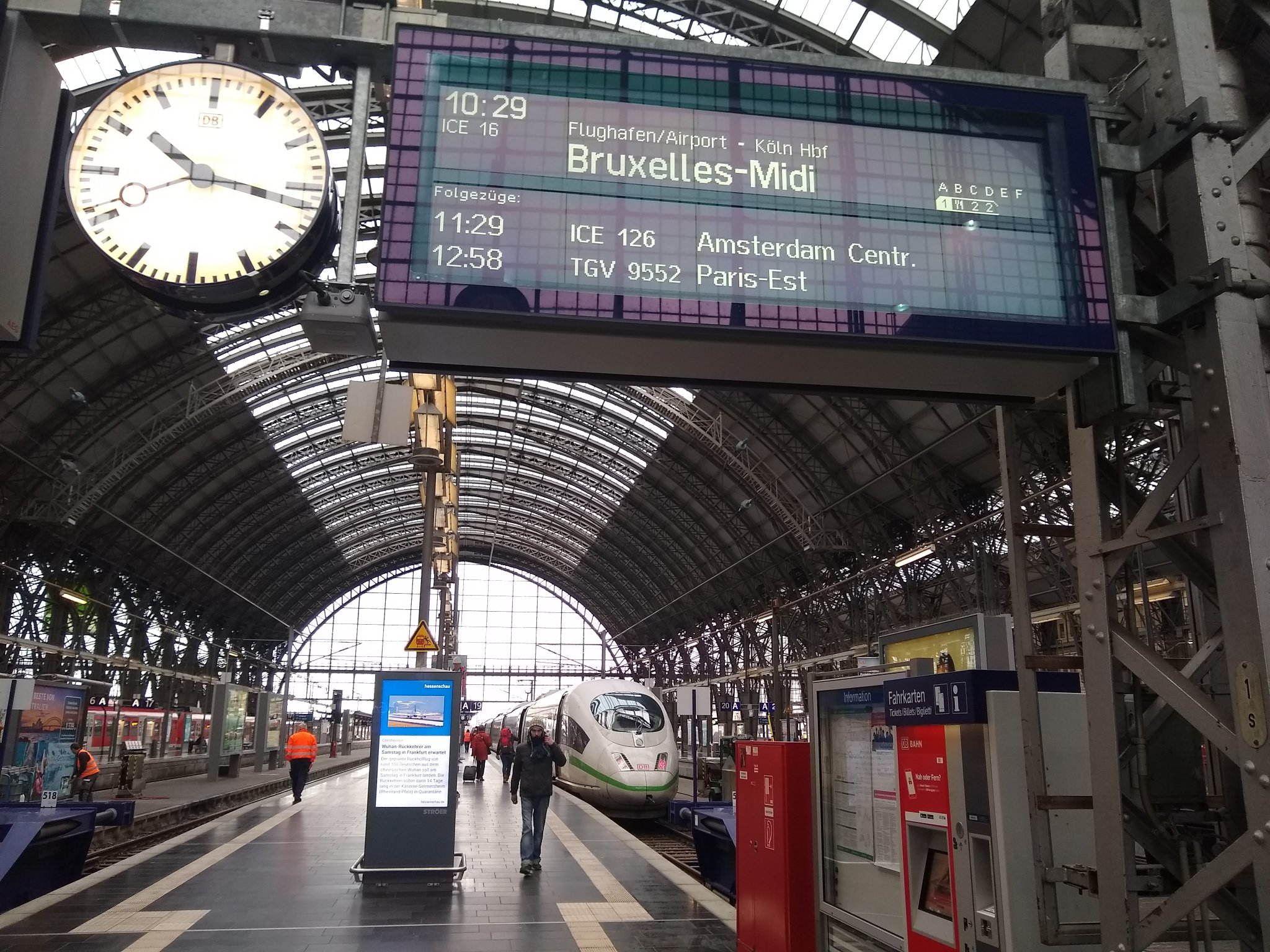 ICE 16 to Brussels waiting at platform 19